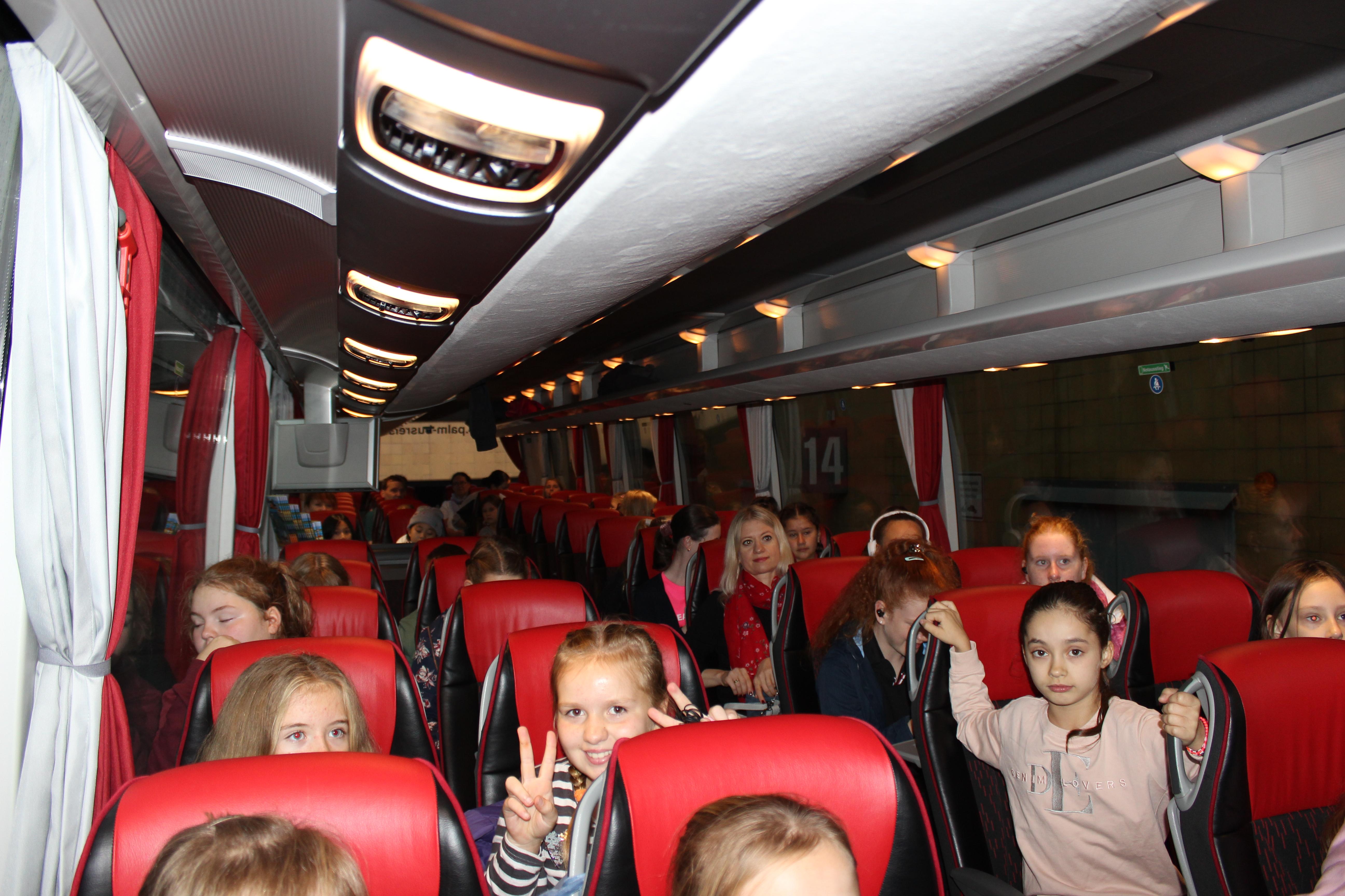 erwachsene, die spaß bus
